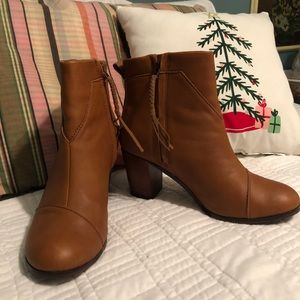 Great condition TOMS Lunita booties